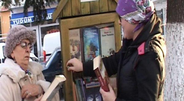 Enez'deki sokak kitaplıkları 7 gün 24 saat açık